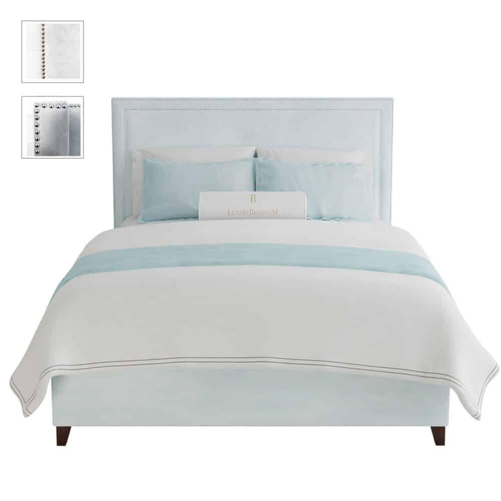 łóżko z szerokim zagłówkiem