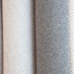 próbki tkanin na tapicerowane łóżko